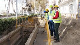 El alcalde de Adra visitando las obras.