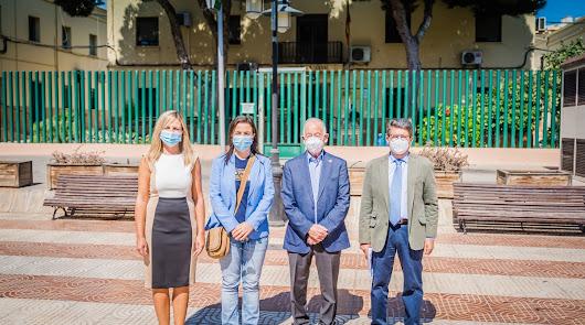 Amat junto a otros responsables del PP a las puertas del actual Cuartel.
