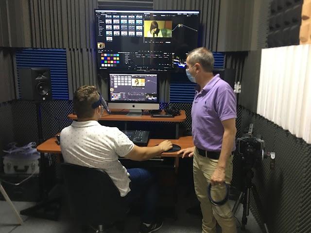 Luis Serrano, Director de EISO impartiendo clase en producción y montaje.