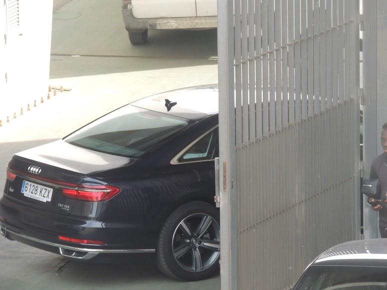 El coche de Turki Al-Sheikh accediendo al túnel de vestuarios.