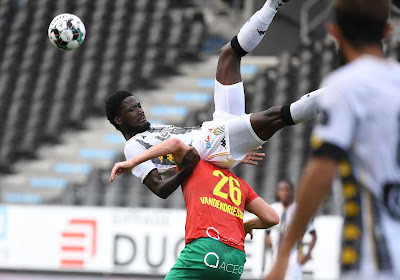 Charleroi staat aan de leiding na winst tegen KV Oostende
