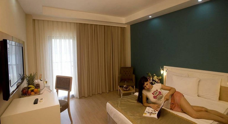 Crystal Green Bay Resort & Spa