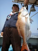 Photo: 「どーだー!」 4kgかな?真鯛キャッチ!