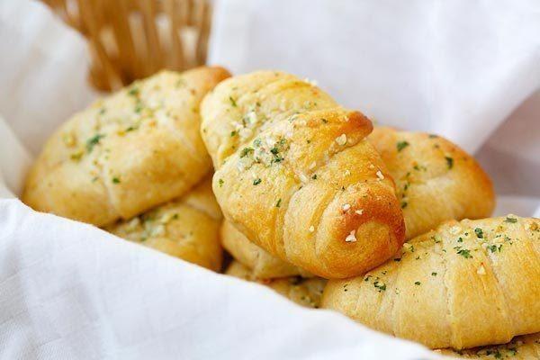 Easy Garlic Butter Cheesy Crescent Rolls Recipe