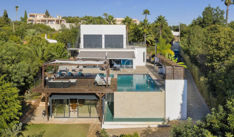 Maison contemporaine avec piscine et terrasse Loulé