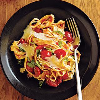 Pasta with Fresh Tomato-Basil Sauce