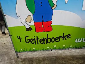 Photo: Excursie Kring Alblasserwaard & Vijfheerenlanden op 18 april 2015 naar twee bedrijven in Noord-Brabant.  's Morgens bezoek aan het geitenbedrijf van 't Geitenboerke in Oerle-Veldhoven.  http://www.geitenboerke.nl/