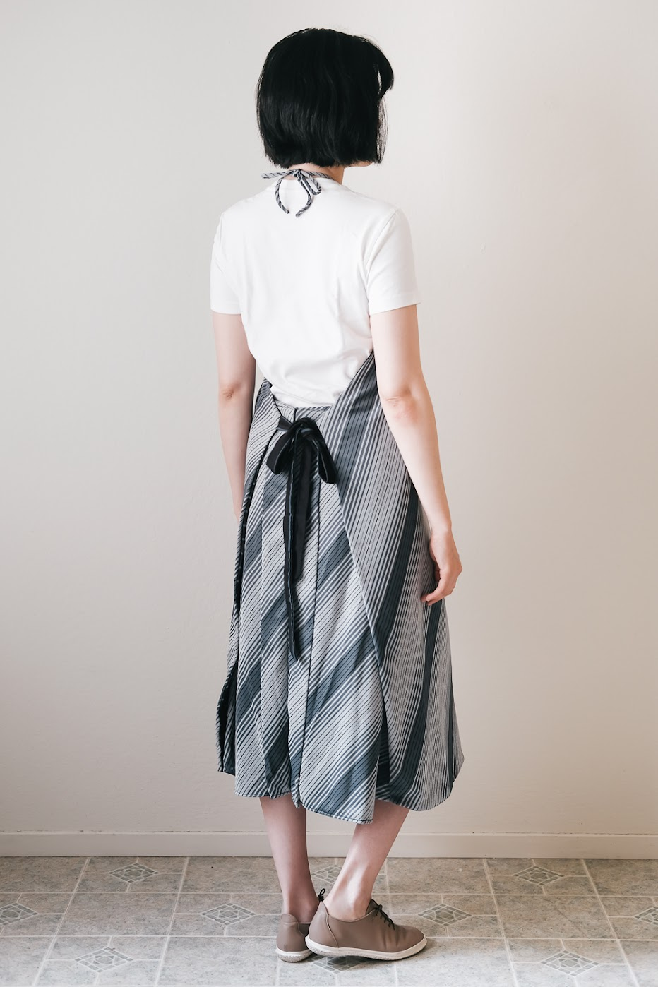 DIY Three-Way Apron Dress - DIY Fashion Garments
