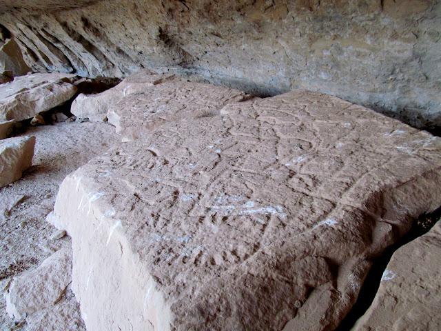 Deeply-pecked petroglyphs