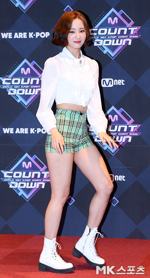yeonwoo small pants 1