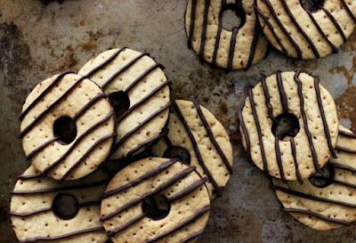 Make Fudge Stripe cookies at home