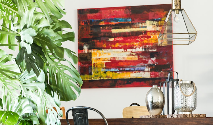 XL artworks and a mix of different metals, like silver, copper and brass, are hot trends for 2018.