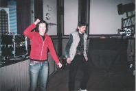 Photo: Itämainen satu esitettiin Nummen ja Onkilahden koulun oppilaille 18. ja 20.05.2005 Nuoriskalla. Että mikä se on, se Palava kivi? Jenny. Hänen vastuulla oli rekvisiitta. Harri, kuten usein, myös esityksen aikana - kulissien takana.