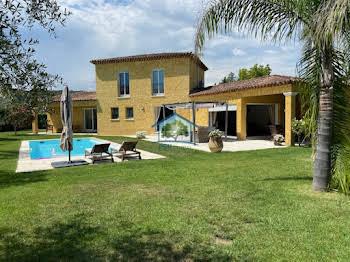 Villa 4 pièces 195 m2