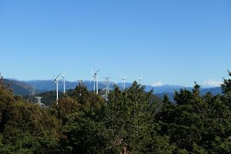 右に富士山と風車群