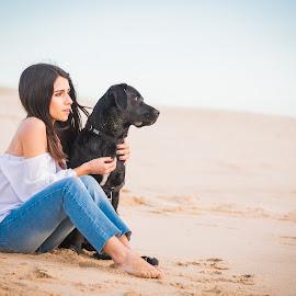 Sofia e Vicky by Bruno Seabra - Animals - Dogs Portraits ( labrador retriever, girl, best friends, nature, pet, dog portrait, beach, labrador, dog, black labrador )