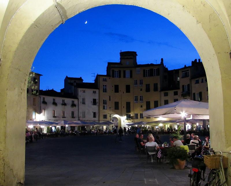 In piazza  di Giorgio Lucca