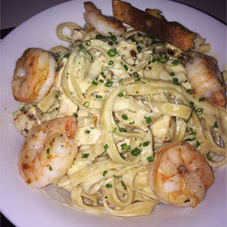 Fettuccine Alfredo with Shrimp and Chicken