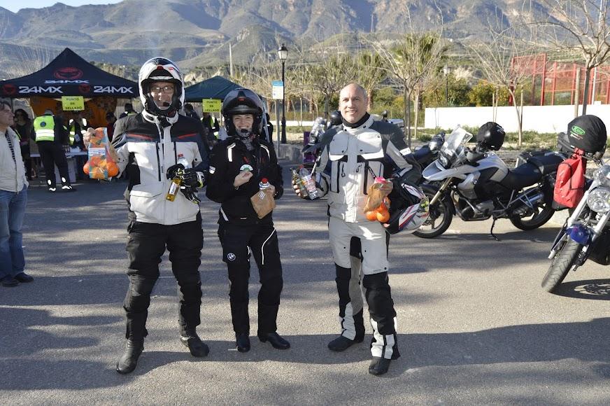 Motoristas con obsequios de El Desafío.