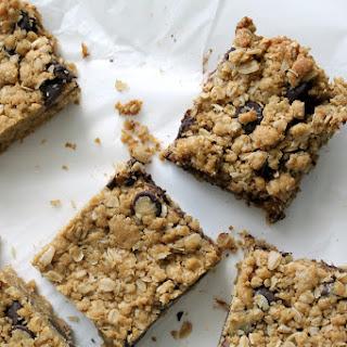 Dark Chocolate Chip Oatmeal Cookie Bars {Recipe}.