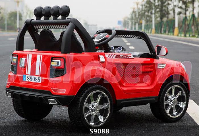 mẫu ô tô điện 4 động cơ cho bé