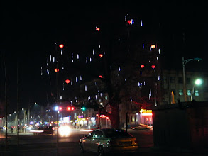 Photo: an old&prosperous tree near QRRS' front cross road decorated with falling drip lamps&Chinese traditional lanterns in lunar year end 2011. lunar Spring festival atmosphere brewing among vacation [seeking Chinese]( http://www.be21zh.org ). 灯笼谁家泪千行,千条万条绿丝绦——二十年来最暖的冬季:2012年农历春节临近,[中国北车齐轨公司]( http://www.qrrs.com.cn )前面十字路口的老树新姿。