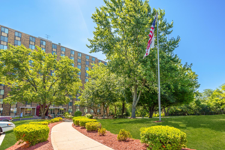 Nowlin Hall Apartments Kansas City