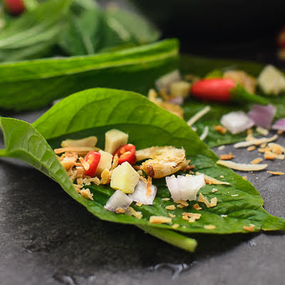 Thai Leaf Wrap Salad Bite/ Miang Kham