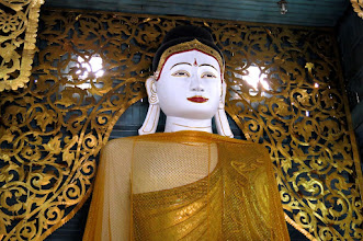 Photo: the beautiful Shan-style Buddha in the chapel of Wat Jong Kham
