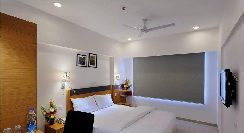 Hi 5 Hotel & Experience