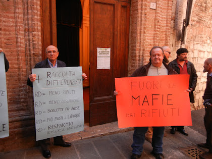 """Sit-in del CRU-RZ e dell' Oss.B.Giglione al Conv.Arpa """"La Gestione dei Rifiuti""""  05 febbraio 2016"""