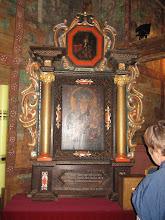 """Photo: """"Ten Ołtarz Boży na cześć i chwałę N.P. Maryjej Anna Spichowa 1678 sprawiła a Sebastianus Świtała dał pomalować i złocić swoim groszem"""" - głosi podpis pod obrazem."""