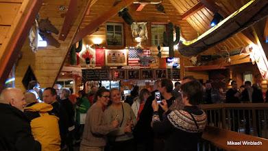 Photo: Folk på välkomstdrink på Silver Bullet, det stora After Ski stället.
