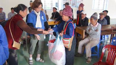 Photo: Hopetoday phát quà cho Nguoi Phong tại Trai Phong Huyện Sông Mã/ Tỉnh Sơn La .