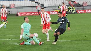 El Almería tiene muchos problemas para dejar su meta a cero.