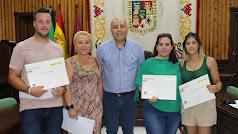 El presidente de la Mancomunidad del Levante con algunos de los alumnos.