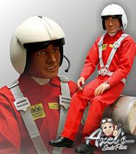 """Photo: Auf vielfachen Wunsch können wir nun unsere """"Piloten"""" mit einem Helm im M 1:3 (33%) anbieten! Der Helm wurde so gestaltet dass er durch jeweils angepasste Visiere für Hubschrauber (Abbildung),Jet Modelle mit  Atemmaske oder mit beweglichem Sonnenschutz. Ohne Visier mit einem seitlichen Mikrofon ist natürlich auch machbar. Die Helme werden nur auf Wunsch und nur für unsere Figuren als Einzelanfertigungen bei uns gefertigt."""