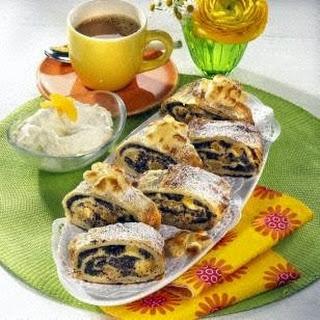 Aprikosen-Mohn-Marzipan-Strudel