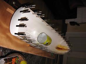 Photo: après détourage du bord de la coque pose de la baguette qui servira d'appui au pont