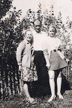 Photo: Irutė Grigalauskaitė su tėvais Petru ir Zuzana Grigalauskais. Nuotrauka iš Irutės Grigalauskaitės asmeninio archyvo