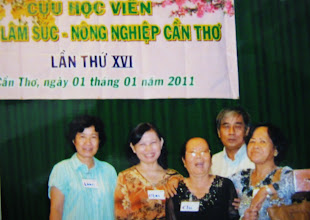 Photo: Loan, Mai, Chi, Bé (ông xã Hạnh ), Hạnh .