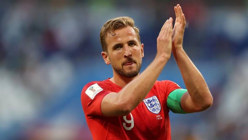 El capitán aplaude a su afición.