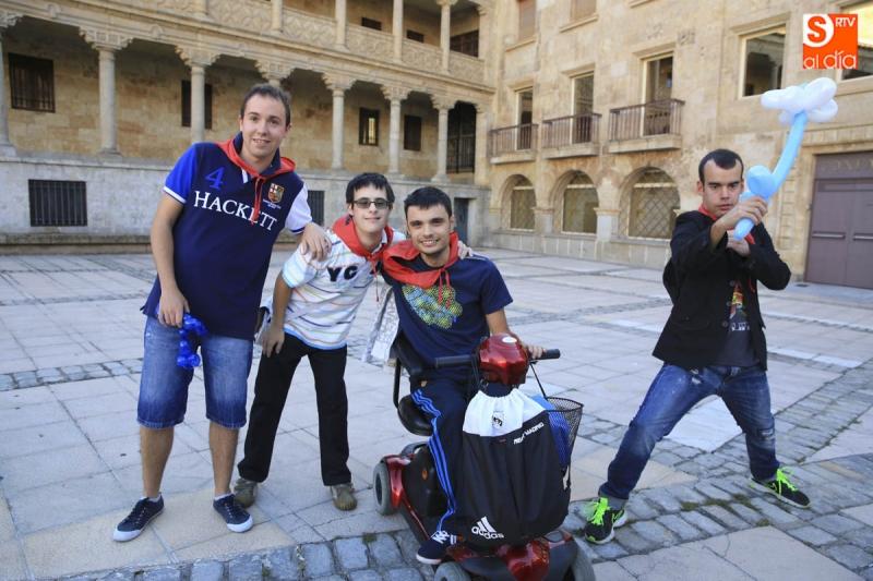 chicos de fundación aviva 2015 con globos