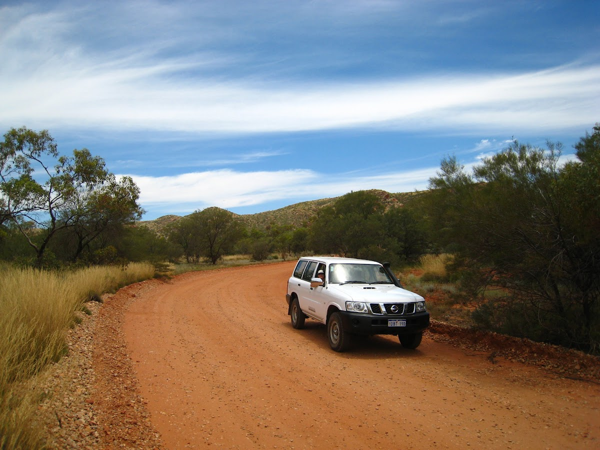 Travel in Australia on a Budget: How to Save Money While Traveling Down Under // Rent a Car to Explore the Outback