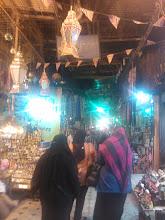 Photo: en el archifamoso khan el khalili, el mercado más grande de el cairo.