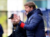 🎥 Oeps! Vanhaezebrouck vergeet Julien De Sart een plekje te geven voor de teamfoto