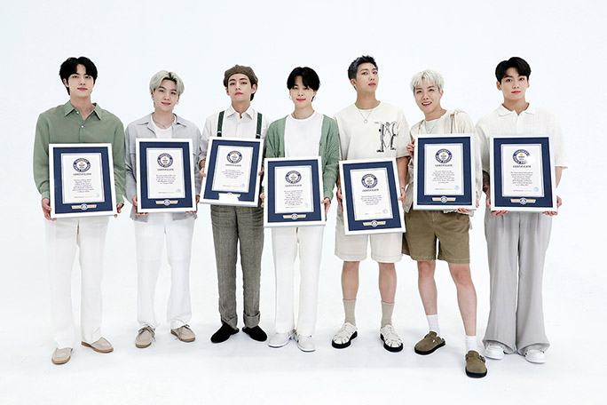 BTS-holding-certificates-for-news_tcm25-673694