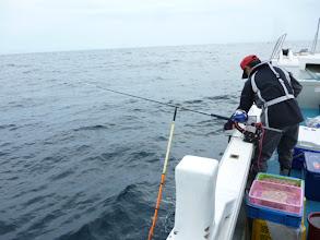 """Photo: 釣り王の""""戸田さん""""は、ウキ流しで。"""