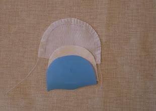 Photo: Дополнительный слой светлой ткани позволит избежать просвечивания тёмного фона и припуска под лицом. Если Ваша ткань плотная, не просвечивает, - повезло, меньше работы )))