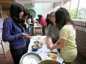 Photo: 學生動手做印尼菜